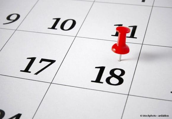 un calendrier avec une épingle sur le 18