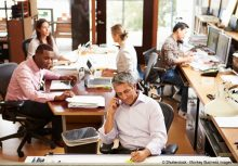 le travail avec les salariés de l'entreprise est important pour réussir la prise en main de l'entreprise
