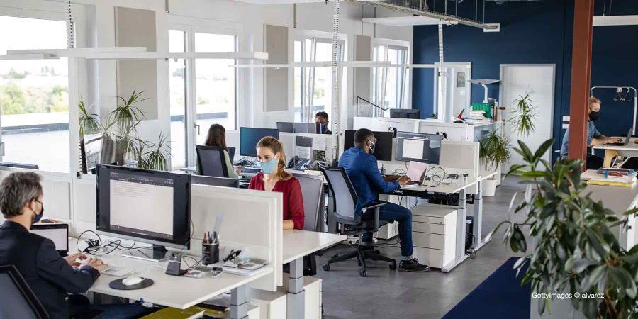 Pass sanitaire et entreprise non-concernée : quel est le risque de l'imposer à ses salariés ?